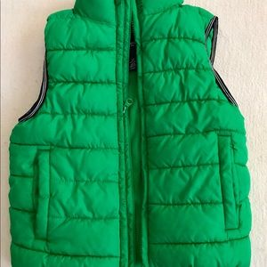 GAP puffer vest size 6-7 years